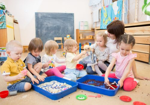 """Bild von dem Praxis Kita Kurs """"Fachkraft für Kleinkindpädagogik"""""""